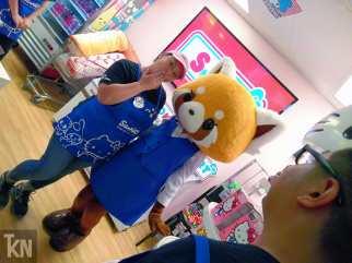 Store staff & Aggretsuko