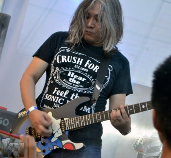Jun Senoue (Crush 40 guitarist) with SONIC guitar